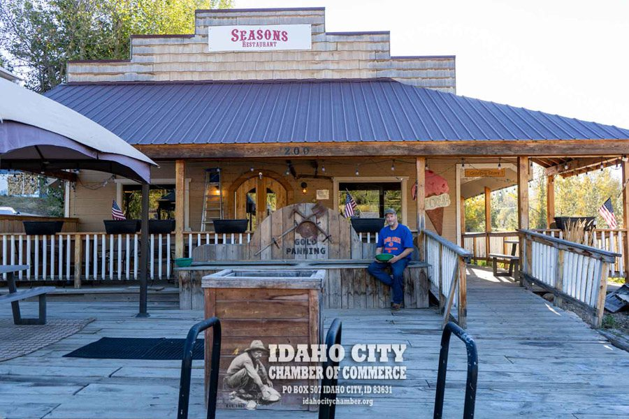 Seasons Mountain Dining and Grocery
